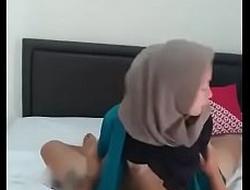BARU JILBAB DIPAKSA NGENTOT seductive girl tudung hot sex