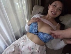 Asian chat up gives fiend after getting her cunt fingered