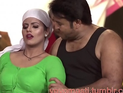 Hot Mallu Actress Iniya Deep Navel Dance