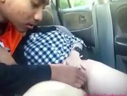 aksi salwani awek takaful malaysia melayu tudung main dalam kereta (full)