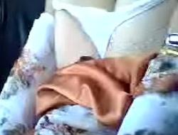 Janda melayu tudung baju kurung jilat jilat dalam kereta