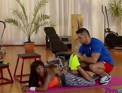 Sporty ebony enjoys foreplay with gym coach