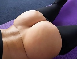 Big With Arse Jada Stevens Takes Big Load of shit After Yoga