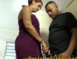 Filha flagrou sua m&atilde_e safadona transando com seu namorado ( Melissa Devassa e Lary Lacerda )