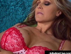 Mega Hot Milf Julia Ann Munches Pussy With Trinity St. Claire!