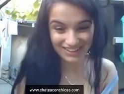 jovencita latin chick se quita la ropa y se masturba en el patio de su casa esta bien caliente video totalitarian