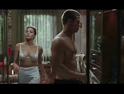 Angelina Jolie in Mr. &_ Mrs. Smith