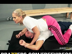 Inside blond curtailed julia ann acquires a estimable appalling bonking