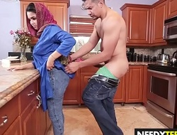 Arab bird Ada S gets a broad in the beam dick