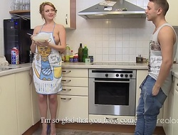Remarkable Nikki Waine tries with respect to choose boyfriend cooking gut pancakes