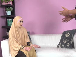 Plump muslim lady knows howsoever tu drag inflate a dick